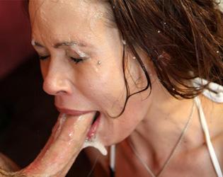 image Nasty old slut gets horny sucking